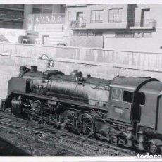 Postales: FERROCARRIL-MÁQUINA DE TREN RENFE- FOTO ORIGINAL 9X11,5- ÚNICA RARA. Lote 116742335