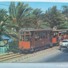 Postales: POSTAL DE MALLORCA : PUERTO DE SOLLER . AÑOS 60 , TREN TURISTICO Y SEAT 600. Lote 139926018