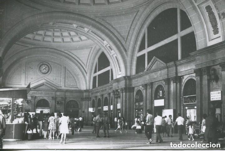 FERROCARRILES-BARCELONA-ESTACIÓN TÉRMINO O DE FRANCIA-VESTÍBULO 1970- CUYÁS (Postales - Postales Temáticas - Trenes y Tranvías)