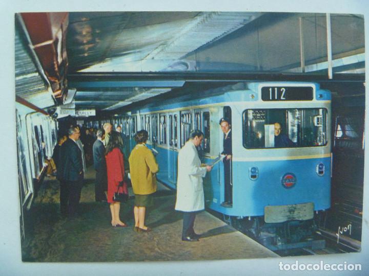 POSTAL DE PARIS ( FRANCIA ) : LE METRO ... VAGON DEL METRO DE PARIS . AÑOS 50 (Postales - Postales Temáticas - Trenes y Tranvías)