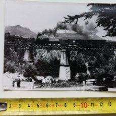 Postales: FOTOGRAFÍA DEL TREN DE VAPOR DE AMER, FERROCARRIL. Lote 192146385