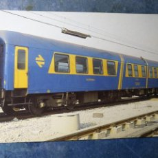 Postales: POSTAL DE RENFE. TREN R8. COCHES RESTAURANTE SERIE 8000. FERROCARRIL.. Lote 192509592