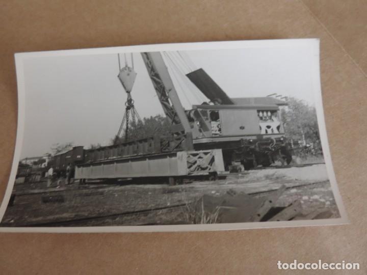 FOTOGRAFIA DE GRUA FERROVIARIA, TREN, TAMAÑO POSTAL. (Postales - Postales Temáticas - Trenes y Tranvías)