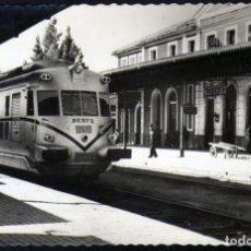 Postales: MAGNIFICA POSTAL DE TARDIENTA (HUESCA) AÑOS 50 ESTACIÓN CON HISTORICA MAQUINA. Lote 210608115