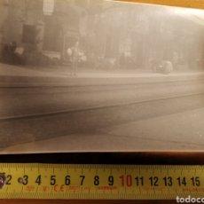 Postales: FOTOGRAFÍA EN MAL ESTADO DE ESTACIÓN DE TREN, ESPAÑOLA O EUROPEA 1900S 1930S. PROBABLEMENTE ITALIA. Lote 221387110