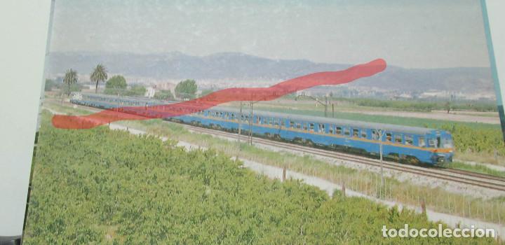 POSTAL FERROCARRIL RENFE UNIDAD 440 VILANOVA PROCEDENTE DE GAVA (Postales - Postales Temáticas - Trenes y Tranvías)