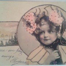 Postales: MAGNIFICA POSTAL DE NIÑA CON MANTO Y PELO RESALTADO EN PURPURINA ORO FECHADA 3-6-1905 EN BARCELONA. Lote 39354882