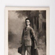 Postales: POSTAL DE JOVEN CON TRAJE, FOTOGRAFIA EN BLANCO Y NEGRO MODERN STYLE ERNEST. Lote 39972854