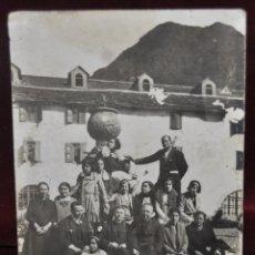 Postales: FOTO POSTAL DE PRINCIPIOS DE SIGLO XX. GRUPO DE MUJERES Y CURAS. SIN CIRCULAR. Lote 41157339