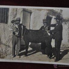 Postales: FOTO POSTAL DE PRINCIPIOS DE SIGLO XX. PERSONAJES TIPICOS. VISITA DEL VETERINARIO. SIN CIRCULAR. Lote 41157417