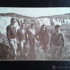 Postales: POSTAL DEL GRUPO MUSICAL NOE. VISTA DEL GRUPO EN LAS LAGUNAS DE RUIDERA. AÑOS 70. Lote 41265210