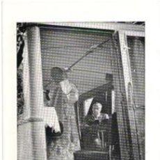 Postales: FOTOGRAFIA – POSTAL, CON FRANCISCO FRANCO EN SITUACIÓN DE LECTURA. Lote 44249566