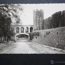 Postales: FOTOGRAFIA DE LOS AÑOS 50 DE PERELADA. GIRONA. VISTA DE LAS MURALLAS DEL CASTILLO. Lote 46570625