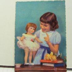 postal niña con muñeca antigua