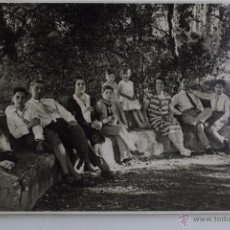 Postales: P-1381. FOTOGRAFIA GRUPO FAMILIAR. AÑOS CUARENTA. . Lote 49856741