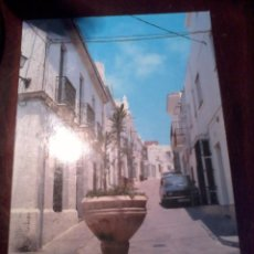 Postales: POSTAL CONIL CADIZ. CALLE TIPICA. Lote 53156365