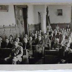 Postales: ANTIGUA POSTAL FOTOGRAFICA FOTO POR CLASIFICAR C.1940 JUICIO CON MILITARES EN ESTRADO. Lote 56728271