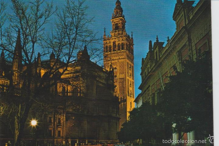 sevilla catedral y la giralda iluminada postales espaa andalucia