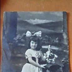 Postales: ANTIGUA FOTOGRAFÍA POSTAL. NIÑA. AÑO 1916.. Lote 70549109