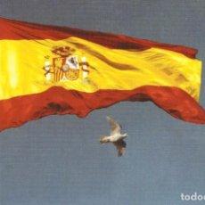 Postales: TARJETA POSTAL CON BANDERA ESPAÑOLA ESPAÑA CON PALOMA BLANCA. Lote 104267031