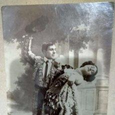 Postales: POSTAL FOTOGRAFICA ARTISTICA CIRCULADA EN 1907 TORERO CON BAILARINA. Lote 105276911