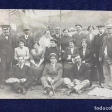Postales: POSTAL FOTOGRAFIA DIVIDIDA GRUPO POSANDO FAMILIA SANTANDER CANTABRIA RASGADA. Lote 105840859