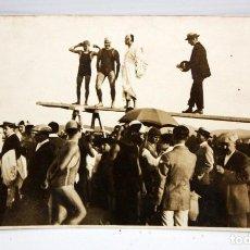 Postales: ANTIGUA FOTO POSTAL DE LOS AÑOS 30. ESCENA CON PERSONAJES. SIN CIRCULAR. Lote 108437427