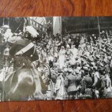 Postales: ANTIGUA POSTAL. BODA DE S.S. M.M. SALIENDO DE LA IGLESIA DE LOS JERÓNIMOS. ALFONSO XIII.. Lote 137511926