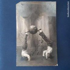 Postales: CIRCO, ARTISTAS, ESPECTACULOS NIÑOS MALABARISTAS TRIO RUBIANIS, FECHADA EN 1926. Lote 210720191