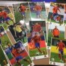 Postales: LOTE DE POSTALES JUGADORES SELECCIÓN ESPAÑOLA CAMPEONES 2010 Y VARÍAS FOTOS CON FIRMAS SERIGRAFIADAS. Lote 148237302