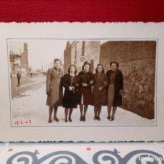 Postales: ANTIGUA POSTAL (AÑOS 40) SIN CIRCULAR Y FECHADA - GRUPO AMIGAS POSANDO - REF: 159/169. Lote 162326142