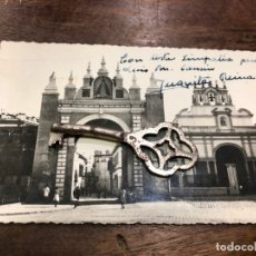Postales: POSTAL SEVILLA - ARCO DE LA MACARENA CON FIRMA Y DEDICATORIA DE JUANITA REINA. Lote 172242557
