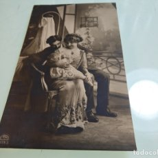 Postales: POSTAL FOTOGRÁFICA. PAREJA CON NIÑO PEQUEÑO. SIN CIRCULAR.. Lote 175647355
