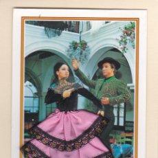 Postales: POSTAL PAREJA BAILANDO FLAMENCO. FLAMENCA CON TRAJE DE TELA TIPO RASO Y ENCAJE. Lote 179552001