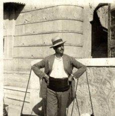 Postais: Nº 9 MÁLAGA VENDEDOR DE PESCADO - L. ROISIN. Lote 183318413
