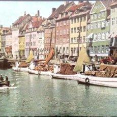 Postales: COPENHAGUE. NYHAVN, PASEO MARÍTIMO, CANAL Y ZONA DE OCIO DEL S. VII. NUEVA. COLOR. Lote 183793613