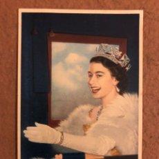 Postales: HER MAJESTY QUEEN ELIZABETH II. POSTAL CIRCULADA EN 1957. TUCK'S POST CARD.. Lote 190395231