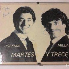 Postales: FOTOGRAFIA CON AUTOGRAFO - PAREJA DE HUMORISTAS MARTES Y TRECE - AÑOS 80-90. Lote 193638848