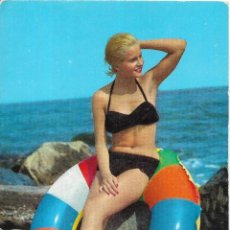 Postales: == B1566 - POSTAL - JOVEN JUNTO AL MAR. Lote 195513560