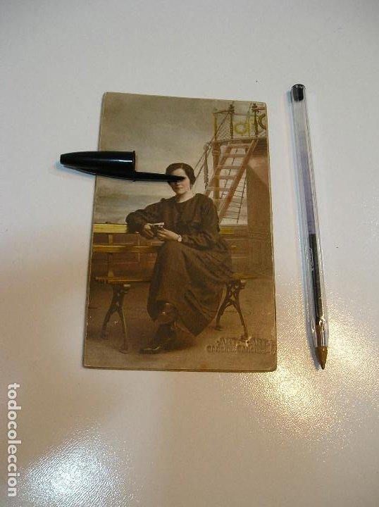 Postales: POSTAL CARTON DURO CHICA EN UN BARCO (20-10-2) - Foto 2 - 221432572