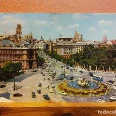 Postais: MADRID. PLAZA DE LA CIBELES Y CALLE DE ALCALÁ. BONITA POSTAL. CIRCULADA. Lote 223354986