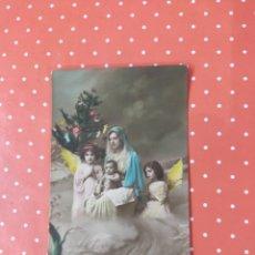 Postales: TARJETA POSTAL ANTIGUA CON FOTO A COLOR DE LA ÉPOCA CON UNA ESCENA RELIGIOSA NAVIDEÑA.. Lote 241291865
