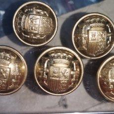 Postales: LOTE DE 5 BOTONES CON EL ESCUDO DE LA REPÚBLICA. Lote 288689948