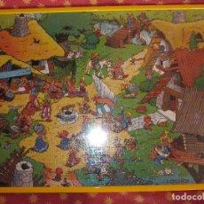 Puzzles: PRECIOSO CUADRO CON CRISTAL ORIGINAL PUZZLE ALDEA DE ASTERIX 1991-70X50 CM-VER DESCRIPCION...... Lote 80732743