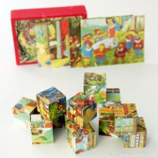Puzzles: ANTIGUO ROMPECABEZAS BLANCANIEVES Y LOS 7 ENANITOS. 12 CUBOS DE MADERA Y 4 LÁMINAS. DISNEY. Lote 151481962