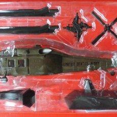 Radio Control: SIKORSKY UH-60A BLACK HAWK USA. METAL ALTAYA ESCALA 1/72 + REVISTA. Lote 168010804