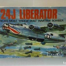 Radio Control: CAJA DE CARTON MAQUETA B-24J LIBERATOR, CAJA VACIA CON INSTRUCCIONES. Lote 197845083