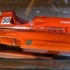 Ferrari ARNO XI a escala 1/8 (70 cm largo) montada en madera, resina, cuero, etc.