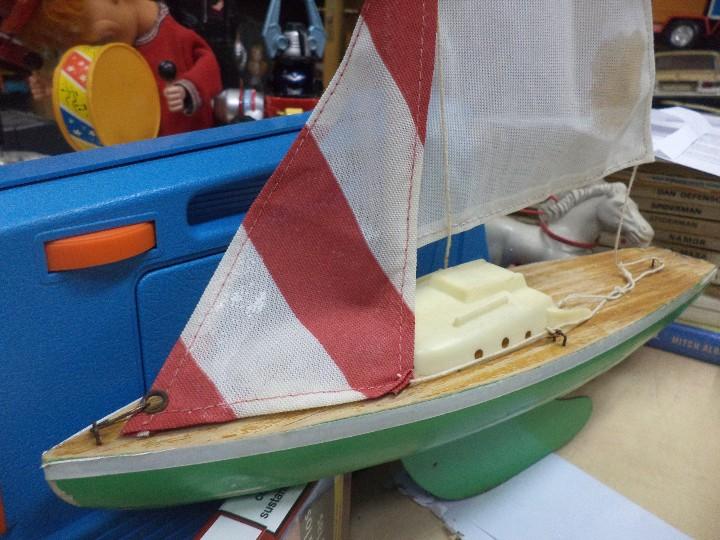 Radio Control: Velero balandro navegable de Esteban Giner - Denia.Años 50 o 60.Madera y metal. - Foto 2 - 109445943
