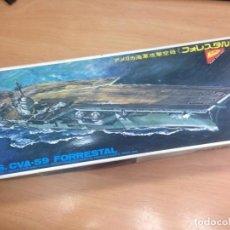 Radio Control: MAQUETA NUNCA MONTADA CON MOTOR PORTA AVIONES USS CVA59 FORRESTAL ESCALA 1/70 NICHIMO. Lote 125999019